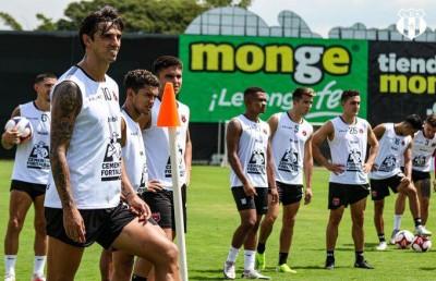 """Alajuelense muestra su lado más modesto en el """"mercado de piernas"""""""