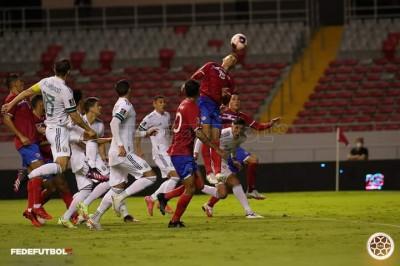 Costa Rica cae por la mínima ante México